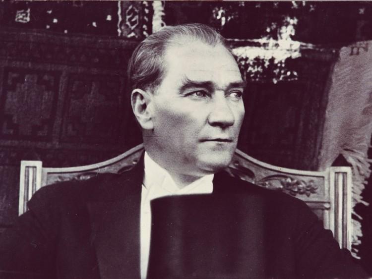 Atatürk: Bugünden bir bakış