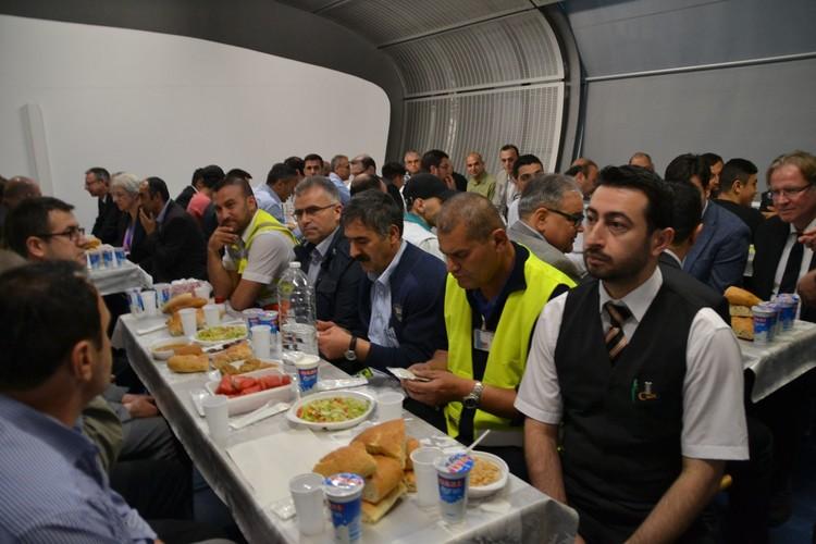 Havalimanında iftar keyfi