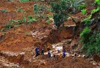 Endonezya'da heyelanda 79 kişi öldü