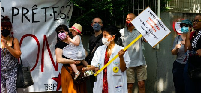 Fransa'da sağlık çalışanlarından protesto