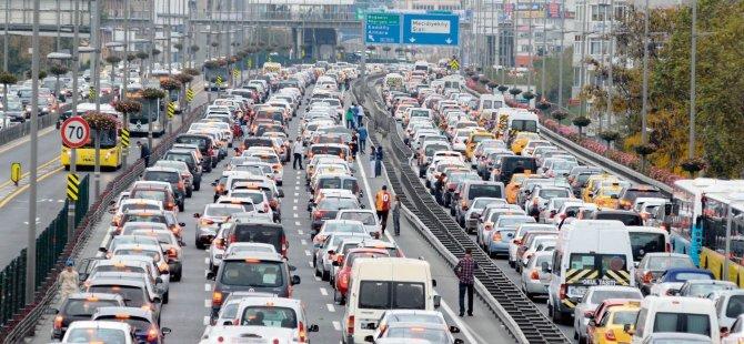 İstanbul - Beşiktaş'ta Trafik Durma Noktasına Geldi