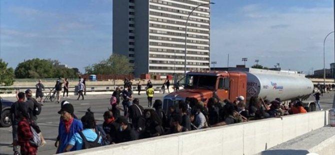 Abd'de Tır, Protestocuların Arasına Daldı