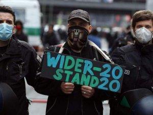 """500 bin için başvurdular, Stuttgart """"5 bin kişi"""" dedi: Kim bu """"korona yasağı"""" karşıtları?"""