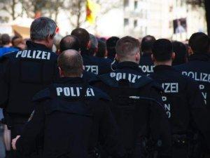 """Almanya'da Selefilere baskın: Devleti """"korona"""" bahanesiyle 61 bin 460 avro dolandırmışlar"""