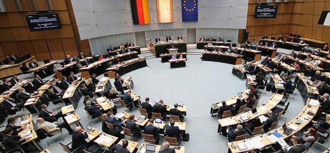 """Almanya'da bir ilk: """"Ayrımcılıkla Mücadele Yasası"""" meclisten geçti"""