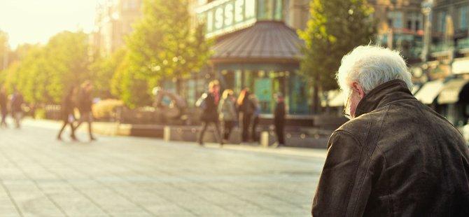 Emeklilere Merkel hediyesi: Berlin emekli maaşlarına zam yaptı