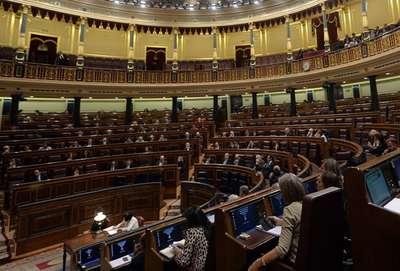 İspanya'da muhafazakar parti çoğunluğu kaybetti