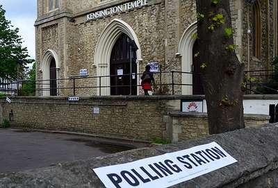 İngiltere'de Muhafazakarlar önde gidiyor