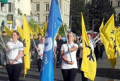 Yabancı karşıtı parti feshedildi