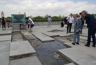 Müze çatısında sıradışı sergi