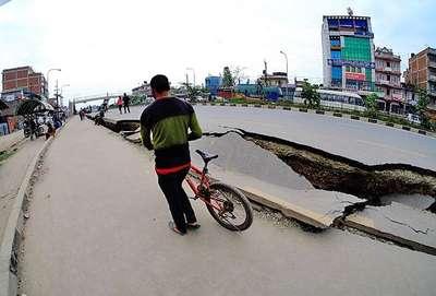 Nepal'de yine çok şiddetli deprem