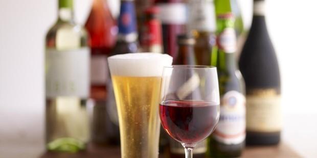Alkollü içeceklerde vergi yine artırıldı