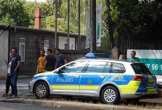 Almanya'da hamile eşini ezmek isteyen Türk gözaltında