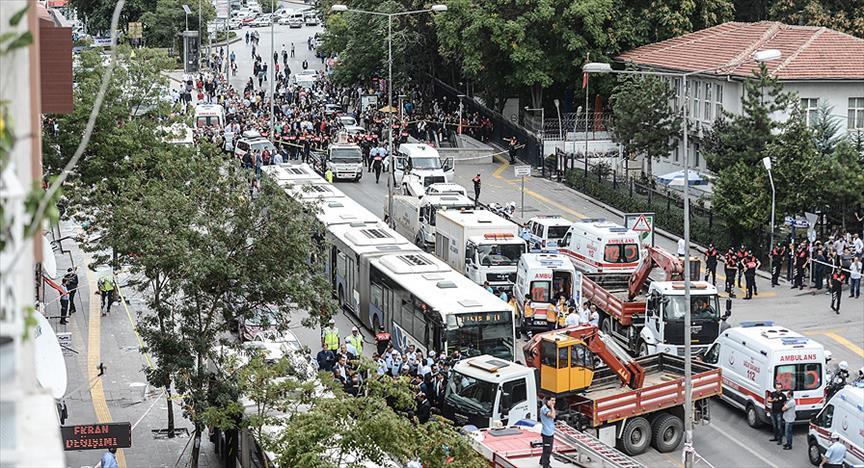 Otobüs, duraktakileri ezdi: 12 ölü