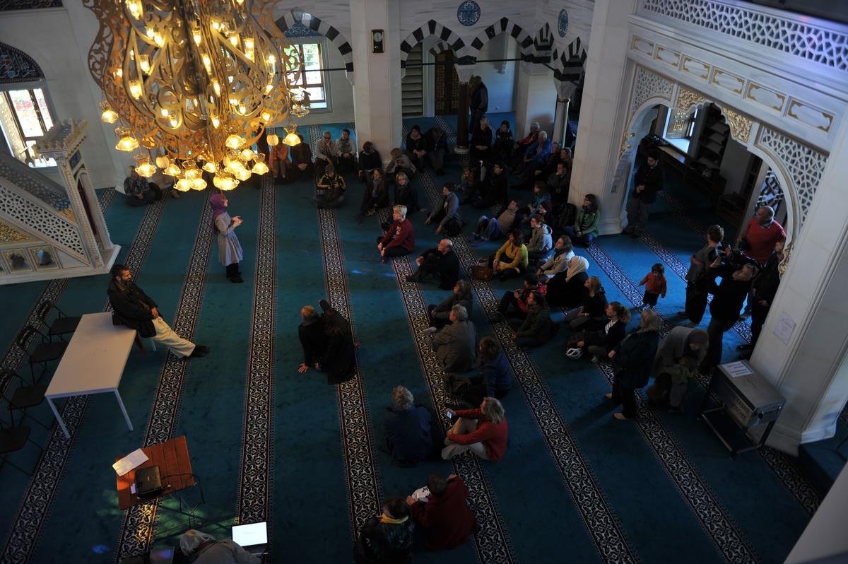 Almanya'da camiler kapılarını ziyaretçilere açtı