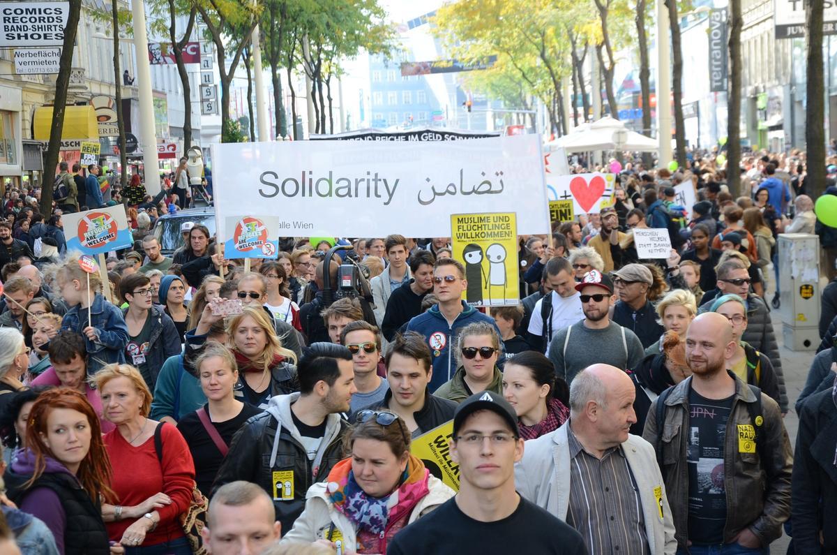 Avusturya'da 70 bin kişi sığınmacılar için yürüdü