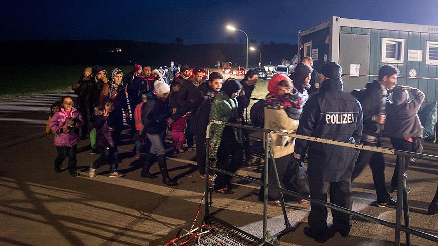Almanya'ya bu ay 180 bin mülteci geldi
