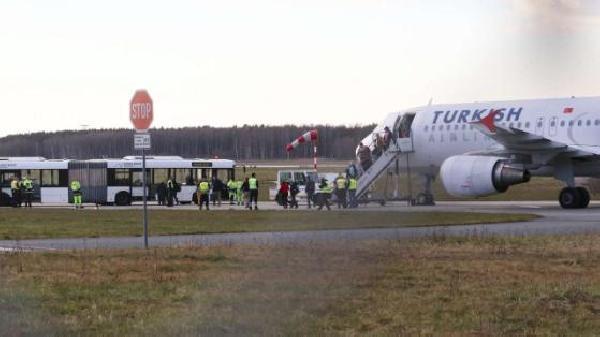 Hannover Havalimanı'nda bomba paniği