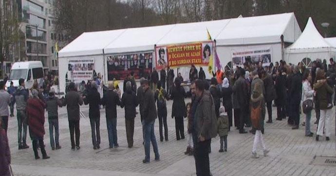 Brüksel'deki PKK çadırı önünde Nevruz kutlaması