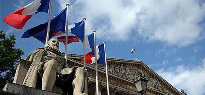 Fransa'da tartışmalı internet yasası kabul edildi