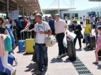 Havalimanına akın edenlere uyarı