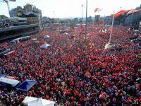 Yüz binler Taksim'de 'darbeye hayır' dedi