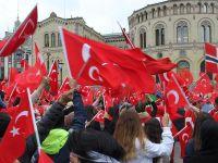 Norveç'te Türkler darbe ve teröre karşı yürüdü