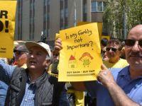 Türk taksiciler hükümeti protesto etti