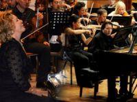 Usta piyanistler ayakta alkışlandı