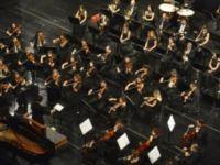 'Noel Baba yoktur' diyen orkestra şefi işinden oldu
