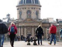 Fransızlar'ın yüzde 32'si sandıkta kararsız