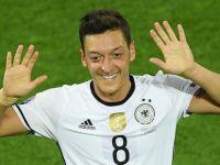 Özil, Almanya'da yılın milli futbolcusu seçildi