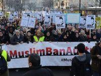 Avusturya'da 'Başörtüme Dokunma' protestosu