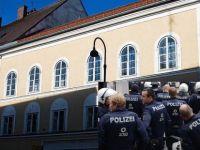 Avusturya'da sahte Hitler'e gözaltı