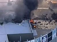 Yolcu uçağı AVM'nin üzerine düştü: 5 ölü