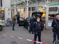 Almanya'da araç yayaların üstüne sürdü: 1 ölü