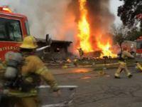 Uçak evlerin üzerine düştü: 4 ölü