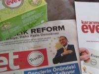 AK Parti, halka poşet çay dağıtmaya başladı