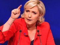 Le Pen AB bayrağını kaldırttı