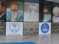 Atatürk posterinin yerine Abdülhamit'i astılar