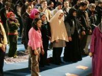 Hollanda'da cumayı kadın imam kıldırdı