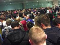 Pasaport kuyruğunda bekleyenler uçağı kaçırdı