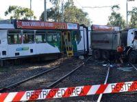 Tramvay ve kamyon çarpıştı: 29 yaralı