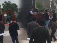 Atatürk anıtına baltayla saldırdı, linçten zabıta kurtardı