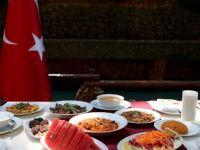 Bakanlık'tan 'örnek' Ramazan sofrası