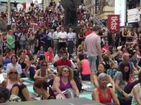Binlerce kişi yoga yaptı