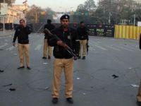 Pakistan'da bombalı araç saldırısı: 11 ölü