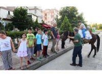 Oruç Tutan Çocukları Ata Bindirerek Ödüllendirdiler