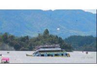 Turistleri taşıyan tekne battı: 6 ölü, 30 kayıp