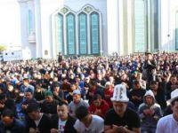 Moskova'da 100 bini aşkınMüslüman saf tuttu